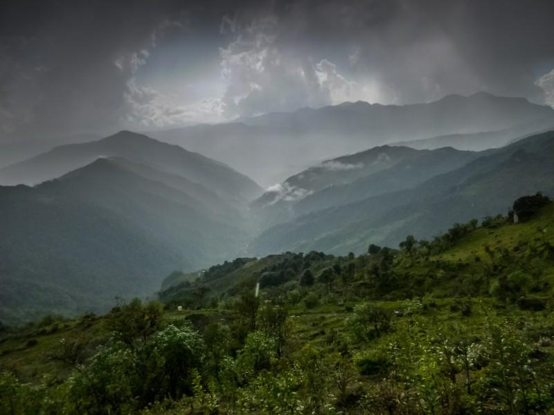 """Eine Impression aus der Region Singalila. Foto: """"Singalila Treck"""": https://flic.kr/p/qia2M7 von Vincent Dugast: https://www.flickr.com/photos/128962752@N06/, CC BY NC ND 2.0:https://creativecommons.org/licenses/by-nc-nd/2.0/"""