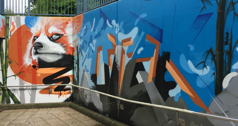 roter panda graffiti unterführung